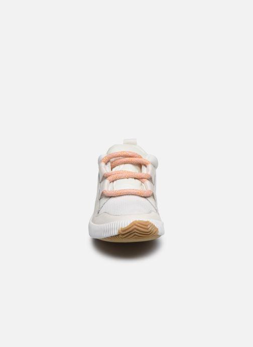 Sneakers Sorel Out N About Plus Street Sneak Bianco modello indossato