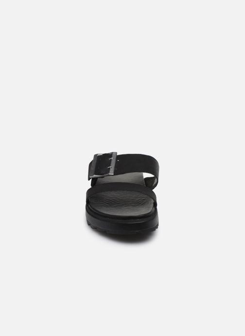 Zuecos Sorel Roaming Buckle Slide Negro vista del modelo