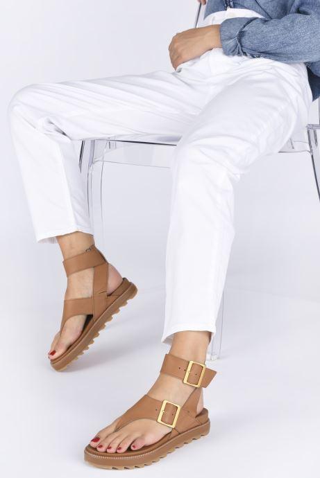Sandales et nu-pieds Sorel Roaming T-Strap Marron vue bas / vue portée sac