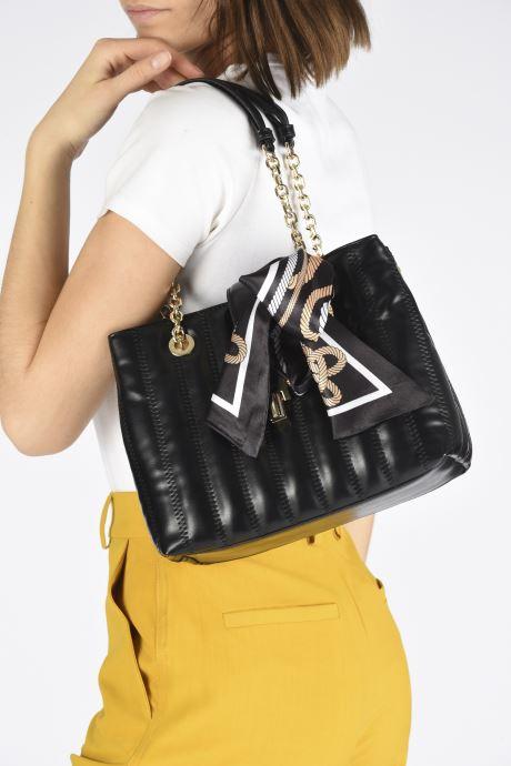 Handtaschen Aldo CARRAZEDA schwarz ansicht von unten / tasche getragen