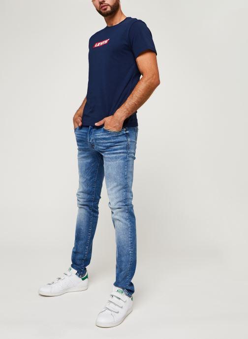 Vêtements Levi's Boxtab Graphic Tee Bleu vue bas / vue portée sac