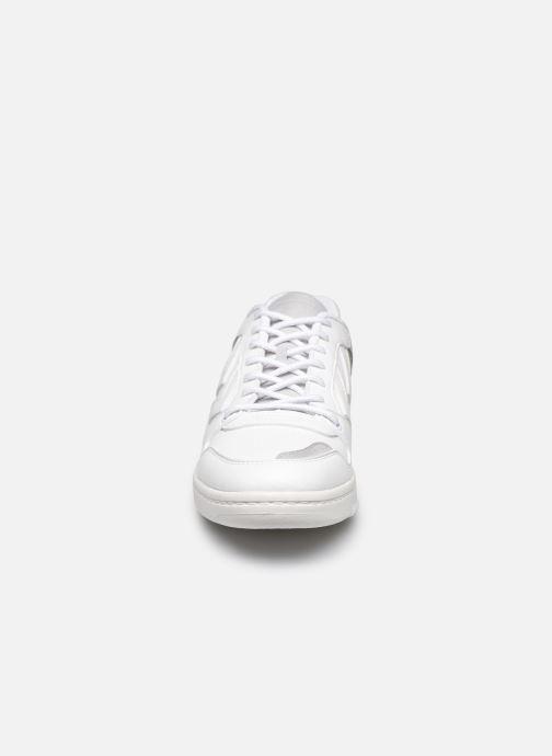 Sneakers Hummel Power Play Premium Bianco modello indossato