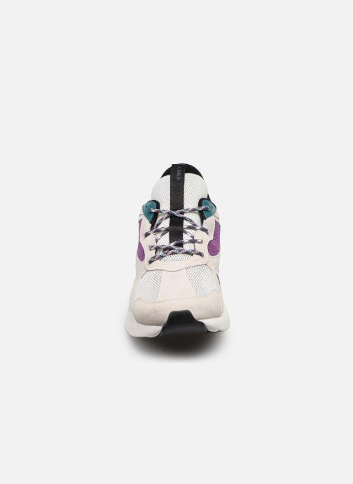 Sneakers Arkk Copenhagen Kanetyk Suede M Beige modello indossato