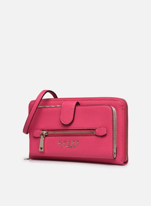 Bolsos de mano Guess LIAS TRAVEL WALLET Rosa vista del modelo