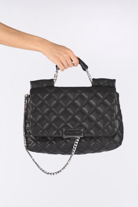 Handtaschen Guess CORAL TOP  HANDLE FLAP schwarz ansicht von unten / tasche getragen