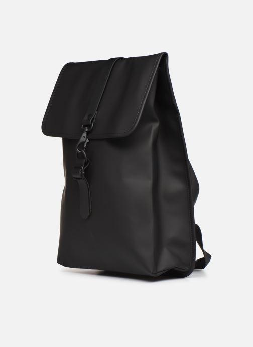 Rucksäcke Rains  Rucksack schwarz schuhe getragen