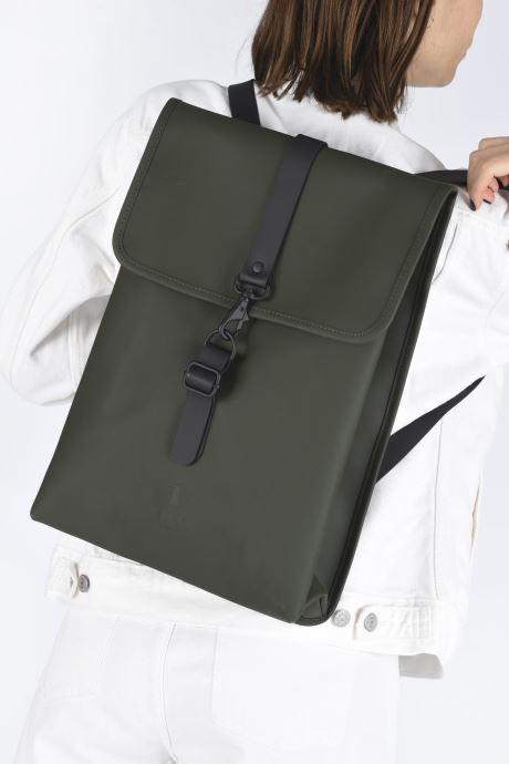 Rucksäcke Rains  Rucksack schwarz ansicht von unten / tasche getragen