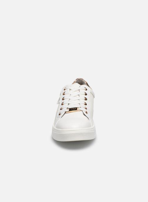 Baskets Xti 49804 Blanc vue portées chaussures