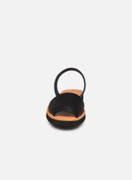 Sandales et nu-pieds Minorquines Avarca Platja Noir vue portées chaussures