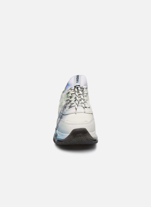 Sneakers Bronx BAISLEY 66340 Bianco modello indossato