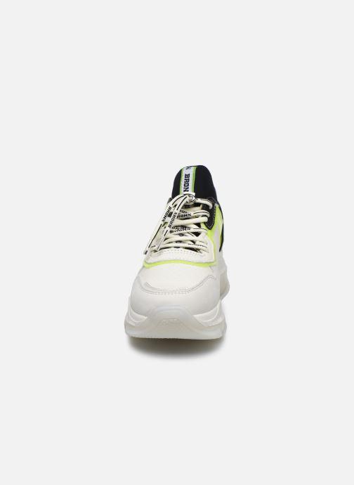 Baskets Bronx BAISLEY 66341 Blanc vue portées chaussures