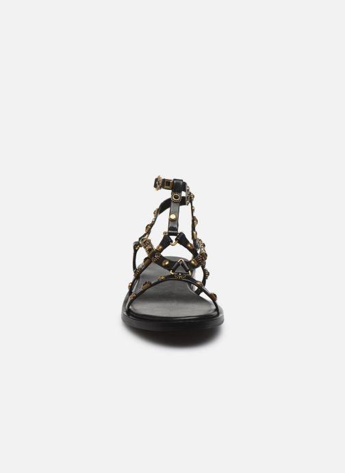 Sandali e scarpe aperte Bronx THRILL 84820 Nero modello indossato