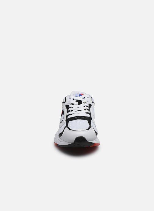 Sneakers Champion Low Cut Shoe Lexington 200 Bianco modello indossato