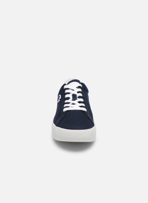 Sneakers Champion Low Cut Shoe Era Canvas Azzurro modello indossato