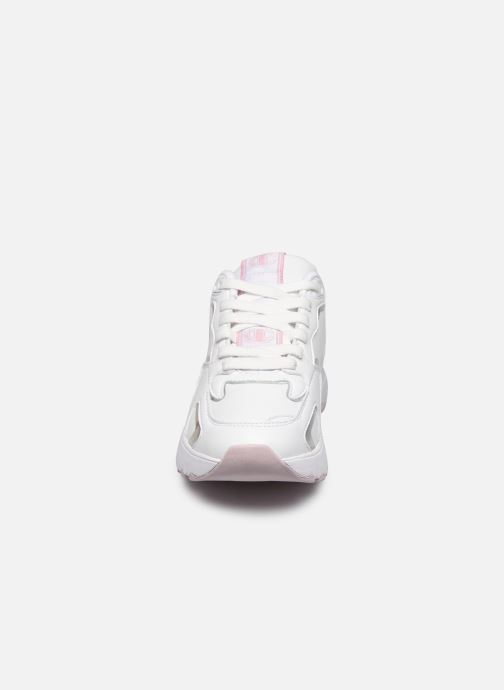 Baskets Champion Low Cut Shoe CWA Eclipse Blanc vue portées chaussures