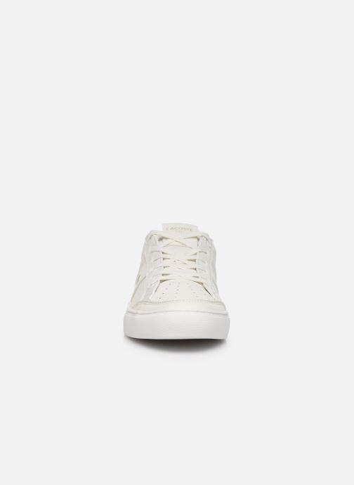 Baskets Lacoste Courtline 120 4 Us Cma Blanc vue portées chaussures