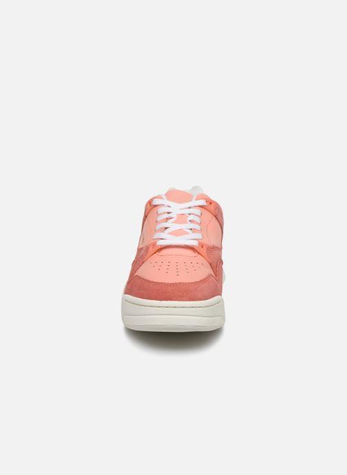 Baskets Lacoste Court Slam 120 4 Us Sfa Rose vue portées chaussures