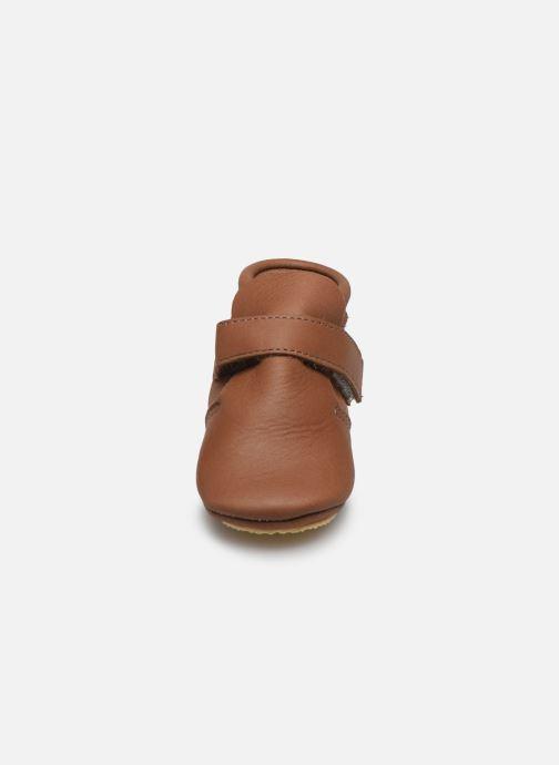 Chaussons Patt'touch Yael Marron vue portées chaussures