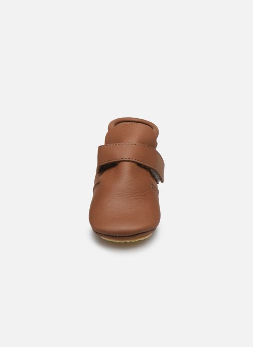 Pantofole Patt'touch Yael Marrone modello indossato