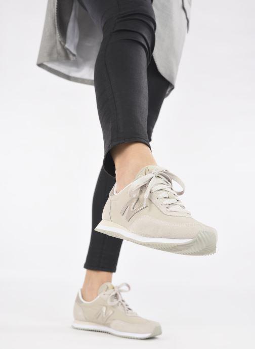 Sneaker New Balance WL720 beige ansicht von unten / tasche getragen