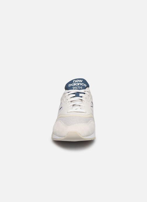 Baskets New Balance CM997 Blanc vue portées chaussures