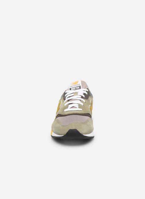 Baskets New Balance CM997 Vert vue portées chaussures