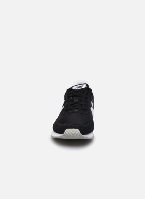 Baskets New Balance UL720 Noir vue portées chaussures