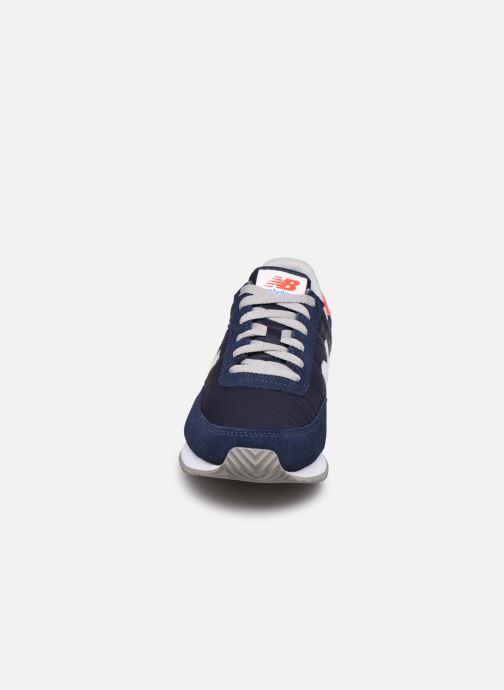 Baskets New Balance UL720 Bleu vue portées chaussures