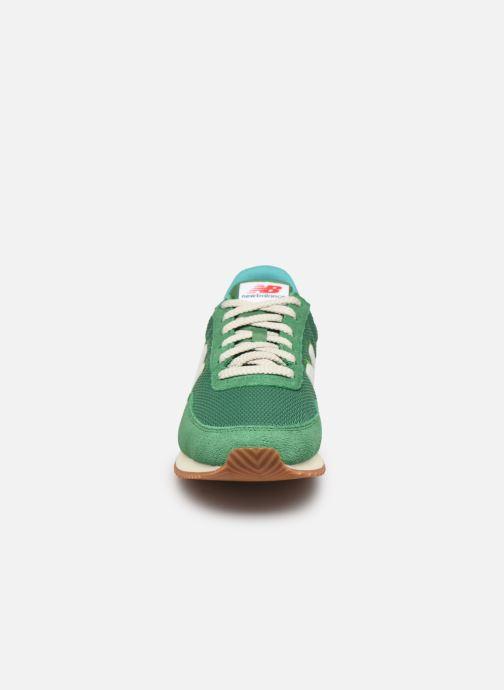 Sneaker New Balance UL720 grün schuhe getragen