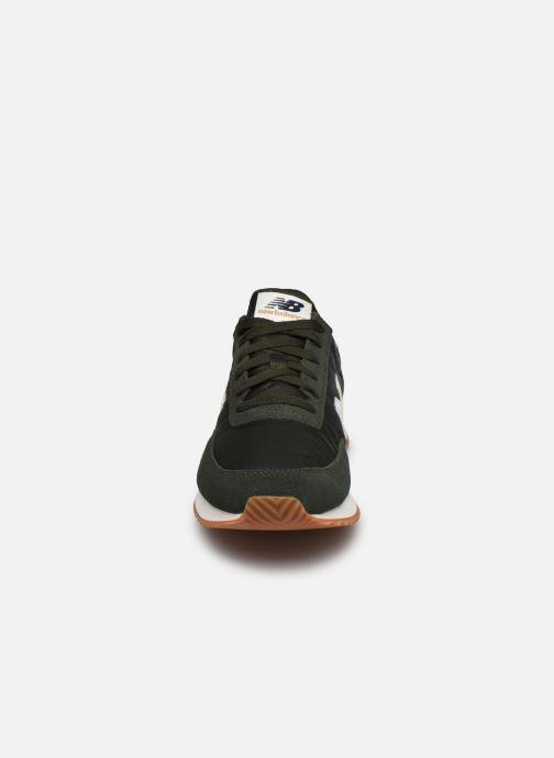 Baskets New Balance UL720 Vert vue portées chaussures