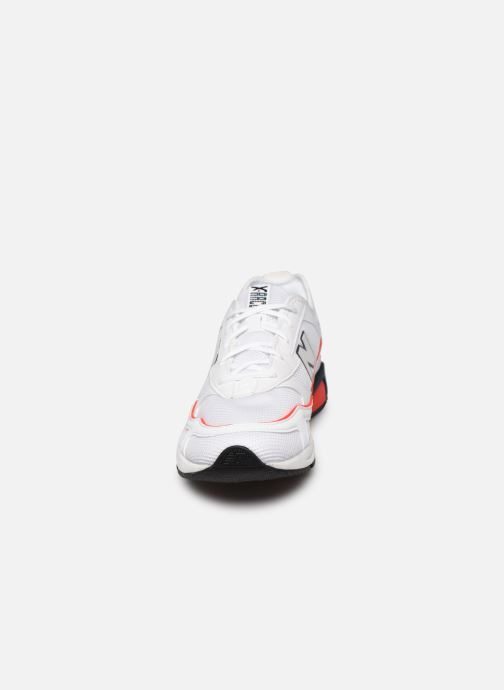 Sneaker New Balance MSXR weiß schuhe getragen