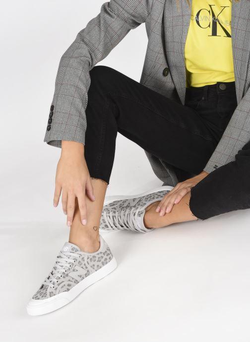 Sneaker New Balance PROCT W grau ansicht von unten / tasche getragen