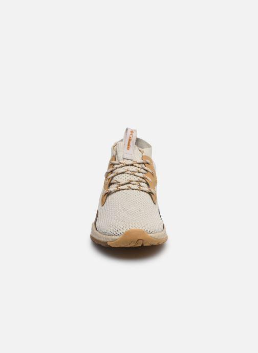 Chaussures de sport Columbia Shift Mid Breeze Beige vue portées chaussures