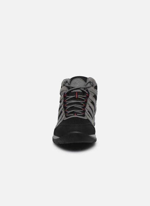 Chaussures de sport Columbia Redmond V2 Mid Waterproof Gris vue portées chaussures