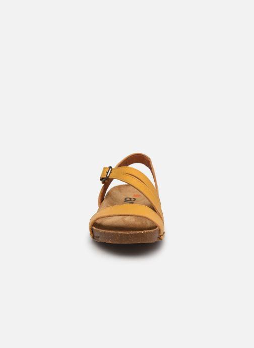 Sandali e scarpe aperte Art I Breathe 1045 Giallo modello indossato