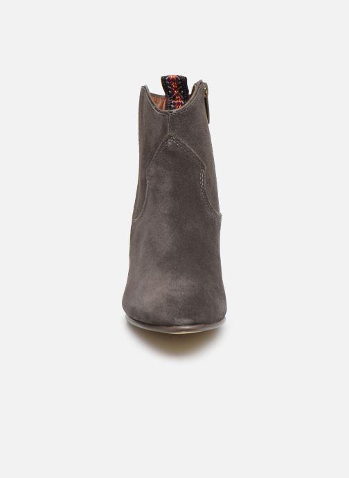 Bottines et boots Tamaris 25362 Gris vue portées chaussures