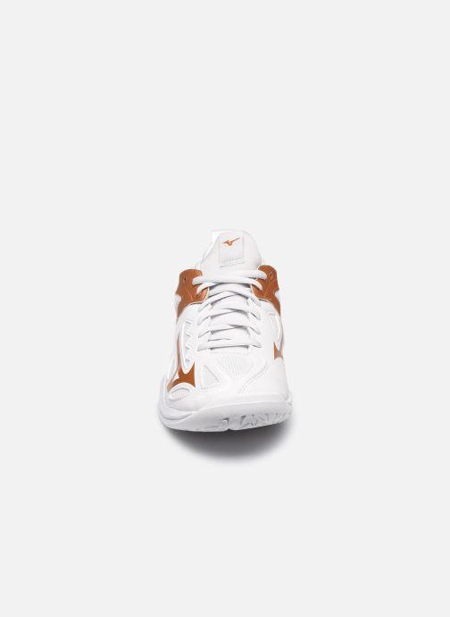 Chaussures de sport Mizuno Ghost Shadow - W Blanc vue portées chaussures