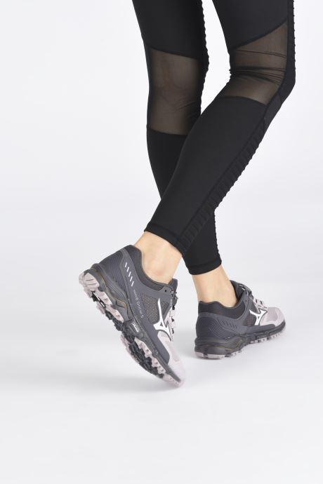 Chaussures de sport Mizuno Wave Daichi 5 - W Gris vue bas / vue portée sac