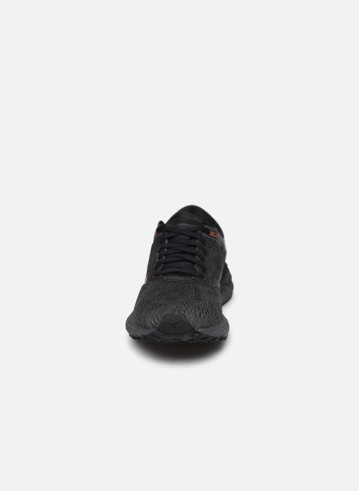 Chaussures de sport Mizuno Wave Skyrise - W Noir vue portées chaussures