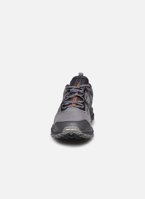 Zapatillas de deporte Mizuno Wave Mujin 6 Gris vista del modelo