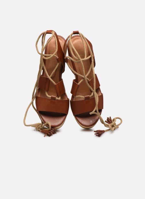Sandali e scarpe aperte Made by SARENZA South Village Sandales Plates #3 Marrone modello indossato