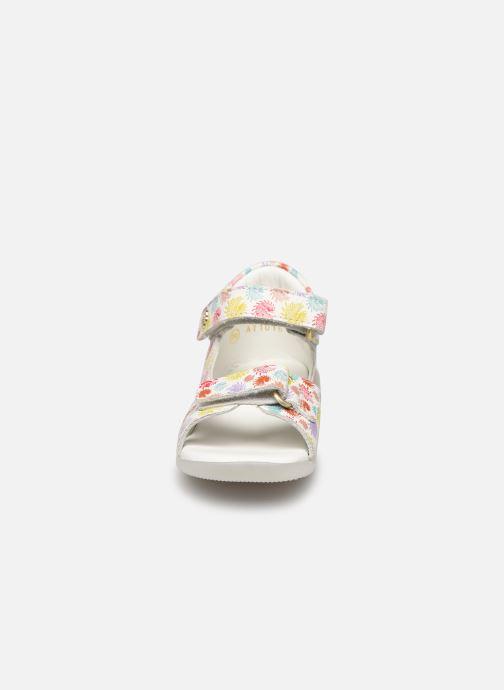 Sandali e scarpe aperte Kickers Binsia-2 Multicolore modello indossato