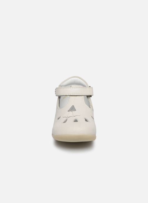 Ballerines Kickers Blupinky Blanc vue portées chaussures