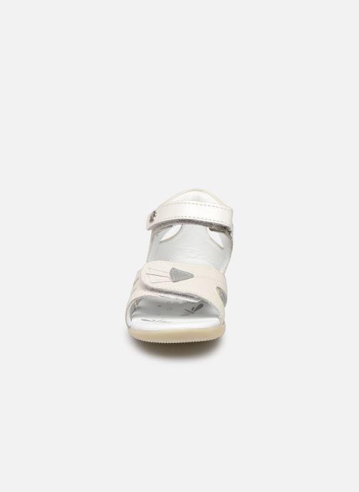 Sandales et nu-pieds Kickers Bichetta Blanc vue portées chaussures