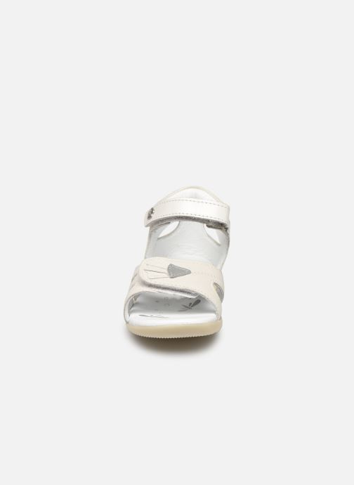 Sandali e scarpe aperte Kickers Bichetta Bianco modello indossato