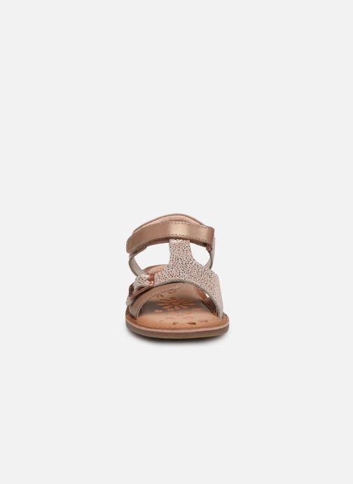 Sandales et nu-pieds Kickers Diazz Rose vue portées chaussures