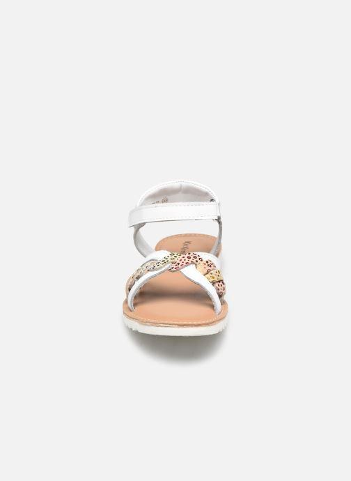 Sandales et nu-pieds Kickers Sharkky Blanc vue portées chaussures