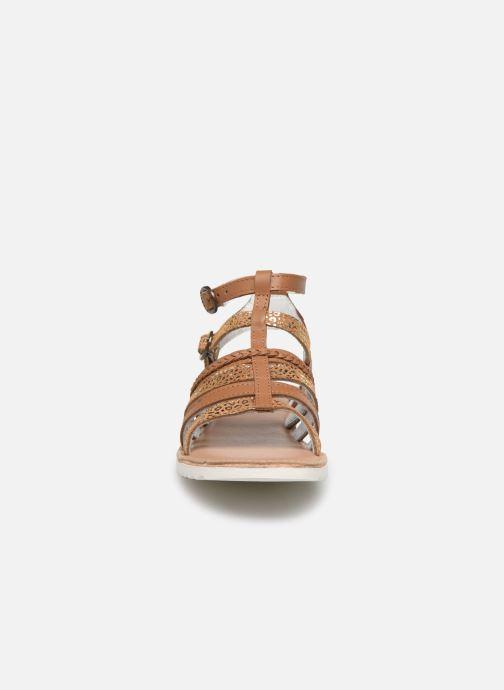 Sandales et nu-pieds Kickers Shastyl Marron vue portées chaussures