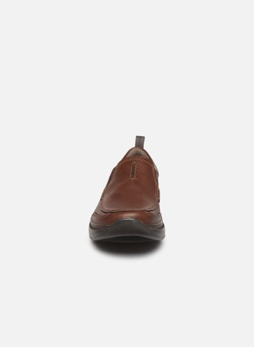 Mocassini Clarks Charton Step Marrone modello indossato