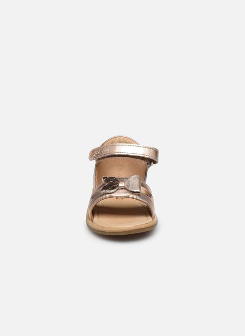 Sandali e scarpe aperte Shoo Pom Tity Knot Oro e bronzo modello indossato